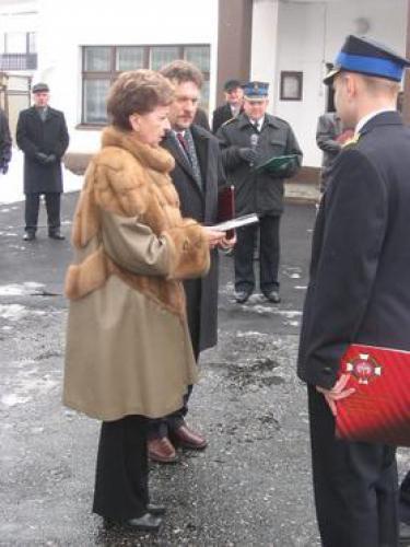 WojewodaOpolski  i Burmistrz Gminy Baborów przekazuja dokumenty pojazdu